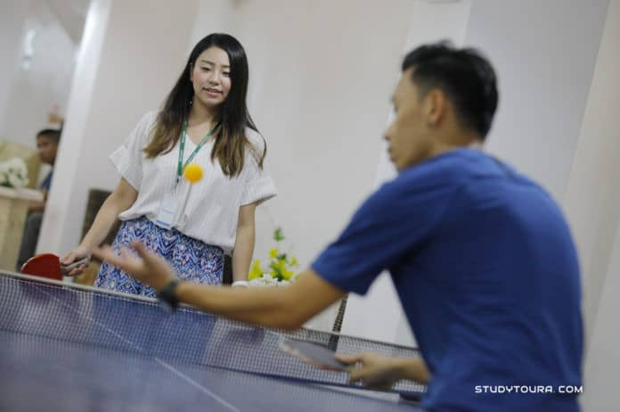QQ英语乒乓球桌